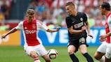 Ján Greguš a jogar pelo Jablonec frente ao Ajax