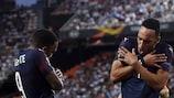 Alexandre Lacazette y Pierre-Emerick Aubameyang celebran sus dianas en las semifinales