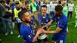 Eden Hazard, César Azpilicueta and Olivier Giroud with the trophy