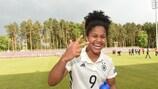 La alemana Martinez iguala el récord de goles en una fase final
