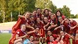 Сборная Испании празднует победу