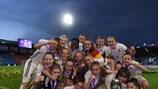 Deutschlands Siegerinnen mit dem Pokal