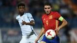 Abel Ruiz (à direita) em acção frente à Inglaterra na final