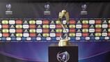 Der Pokal der UEFA-U17-EURO für Frauen