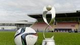 El trofeo del Campeonato de Europa Sub-17 Femenino de la UEFA