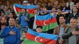 Los aficionados de Azerbaiyán apoyando a su selección