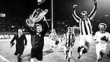 O Bayern comemora a conquista da Taça dos Campeões Europeus de 1973/74