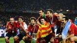 La Spagna esulta con la coppa