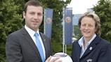 AFFA-Generalsekretär Elkhan Mammadov und Karen Espelund, Vorsitzende der UEFA-Komission für Frauenfußball