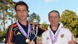 Jorge Vilda fête la victoire de l'Espagne en 2011 avec son père Ángel