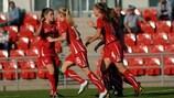 Die Schweizerin Viola Calligaris (Nr. 4) wird nach ihrem Treffer gegen Belgien gefeiert