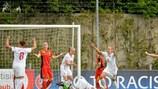 Katarzyna Konat celebra su gol en el minuto 25 para Polonia