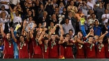 Испанцы празднуют победу в финале в Катерини