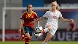 La española Ona Batlle y la suiza Alisha Lehmann duranta la final de 2015