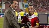 Il maltese Michael Mifsud riceve il riconoscimento UEFA per aver toccato quota 100 presenze in nazionale