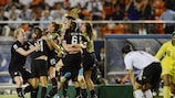 Футболистки сборной США празднуют победу в Токио