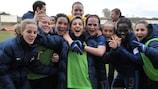 Jogadoras francesas festejam após confirmarem qualificação com vitória por 3-0 sobre a Suíça