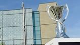 Le trophée de l'UEFA Women's Champions League