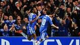Didier Drogba festeggia con Juan Mata