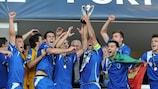 A equipa de Braga festeja a conquista da Taça das Regiões da UEFA