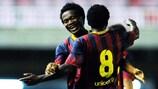 Barcelona strike late to oust ten-man Arsenal