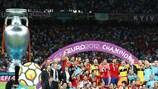 Футболисты сборной Испании празднуют победу на ЕВРО-2012