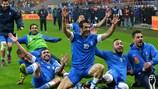 Giorgios Karagounis (N° 10) et les Grecs savourent leur qualification