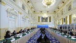 Das UEFA-Exekutivkomitee bei seinem Treffen in Budapest