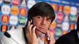 Joachim Löw preparando-se para o primeiro jogo da Alemanha