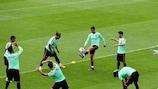 Cristiano Ronaldo con la palla durante un allenamento del Portogallo