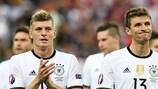 Toni Kroos e Thomas Müller depois do empate a zero entre Alemanha e Polónia