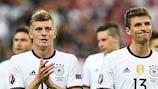 Il disappunto di Toni Kroos e Thomas Müller dopo il pareggio per 0-0 della Germania contro la Polonia