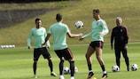Cristiano Ronaldo num animado treino de Portugal