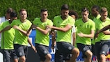 Jogadores alemães treinam antes do encontro com a Itália