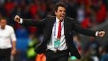 Chris Coleman celebra el primer gol de Gales contra Bélgica