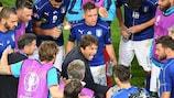 Antonio Conte junta a equipa antes do prolongamento daquele que viria a ser o seu último jogo como seleccionador