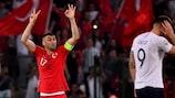 Burak Yılmaz festeja o segundo golo da Turquia frente à França