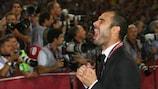 Josep Guardiola celebra após tornar-se em 2009 no treinador mais novo a ganhar a UEFA Champions League