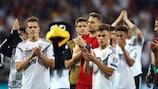 Os jogadores alemães comemoram a goleada à Estónia
