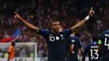 Kylian Mbappé fête son but en début de match face aux Pays-Bas