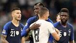 Paul Pogba e Toni Kroos após o empate a zero entre Alemanha e França