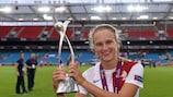 Vivianne Miedema, da Holanda, comemora a conquista do Europeu após a final frente à Espanha