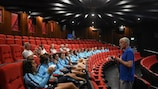 Graham Peaker durante la presentazione sulla lotta alle combine