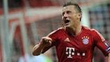 Ivica Olić festeja o primeiro golo do Bayern