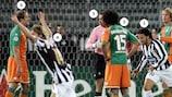 Jogadores da Juventus e do Bremen reagem ao golo de Emerson