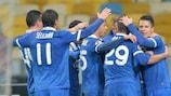 Los jugadores del Dnipro celebran el tanto de Roman Zozulya