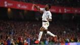 Raheem Sterling celebra su gol ante España