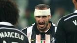 Giorgio Chiellini (ao centro) comemora a vitória da Juventus na primeira mão contra o Real Madrid