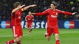 Fernando Torres celebrates his goal with Steven Gerrard