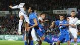 Luca Toni (izqda) logró la clasificación de su equipo con dos goles en la prórroga